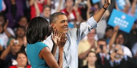 Barack Obama e sua esposa Michelle, em campanha para reeleição (Foto: Mark Lyons/EFE)