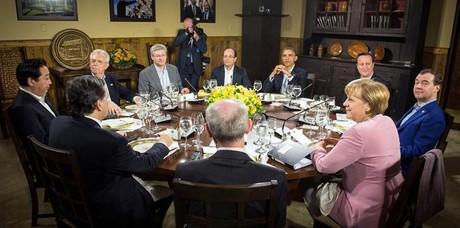 O presidente Barack Obama oferece um jantar aos representantes do G8 (Foto: Agência EFE)