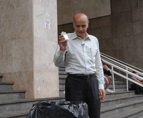 O médico Drauzio Varella convoca, em quadro do Fantástico, os telespectadores a largar o cigarro (Foto: Divulgação/TV Globo)
