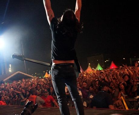 Público no show do Foo Fighters no festival Lollapalooza em São Paulo (Foto: Sidinei Lopes/ÉPOCA)