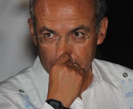 Felipe Calderón acredita que decisão de reestatizar a YPF mostra pouco senso de responsabilidade