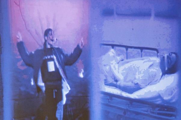 As fotos comparativas fazem parte das evidências apresentadas pela promotoria contra o Dr. Murray. No dia 24 de junho, Michael estava aparentemente ótimo. No dia seguinte, estava morto em uma maca. (Foto: Al Seib / AP)