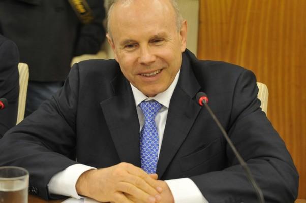 Mantega: políticas macroeconômicas estão no caminho certo (Foto: Valter Campanato/Agência Brasil)