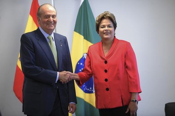 O rei da Espanha, Juan Carlos I, e a presidenta Dilma Rousseff durante encontro no Palácio do Planalto (Foto: Wilson Dias/ABr)