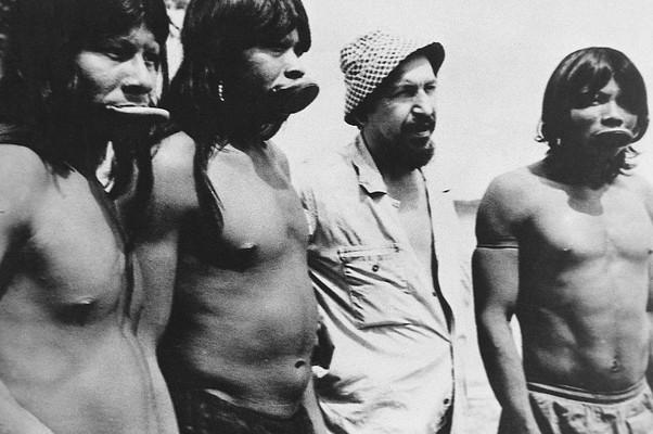 Nhaitu, Raoni, Orlando e Krumare em foto de arquivo da família Villas-Boas (Foto: Arquivo Pessoal)