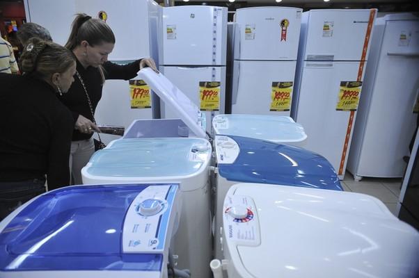 Consumidores podem comprar itens da linha branca a preço reduzido (Foto: Fabio Rodrigues Pozzebom/ABr)
