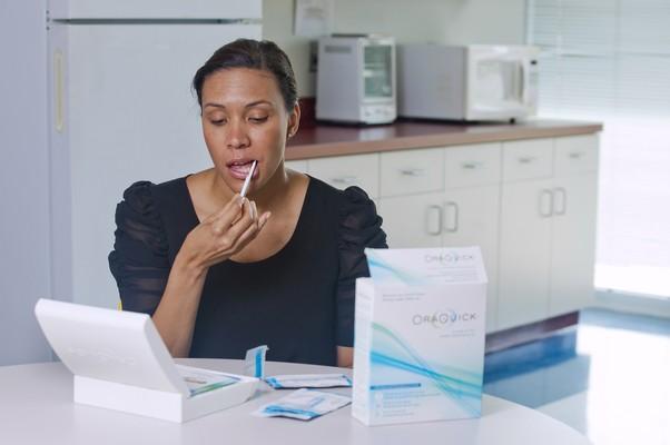 Novo teste de HIV é feito a partir da saliva (Foto: AP)