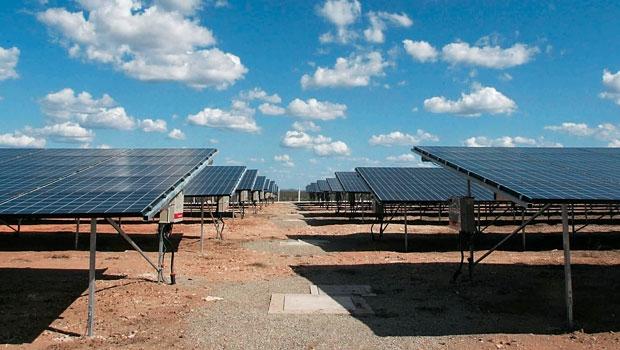 Tauá, pertencente à MPX , de Eike Batista, é a única usina solar em operação comercial no Brasil<br/>(Foto: Folhapress)