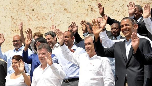 Os presidentes Barack Obama (EUA), Sebastián Piñera (Chile), Juan Manuel Santos (Colômbia) e Laura Chinchilla (Costa Rica), entre outros líderes presentes à Cúpula das Américas (Foto: EFE)
