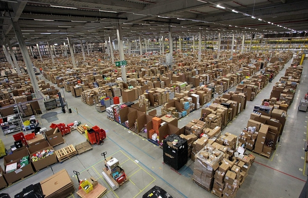 Um dos depósitos da Amazon: exemplo de serviço bem prestado ao consumidor (Foto: Getty Images)