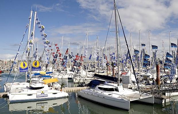 No salão, os barcos ficam todos na água e os visitantes podem conhecer os lançamentos dos fabricantes (Foto: Divulgação)