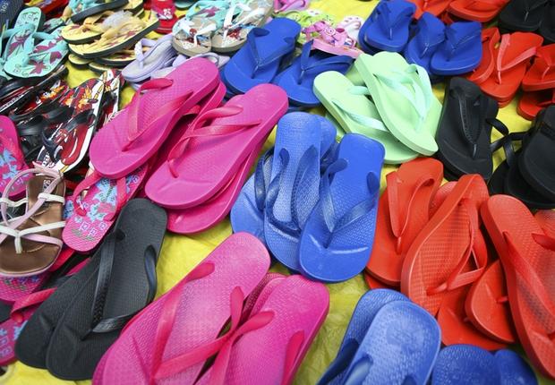 Camelô Mercado de rua Consumo Brasil Havaianas (Foto: Getty Images)