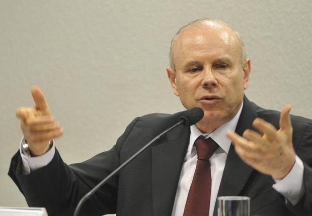 O ministro da Fazenda, Guido Mantega, participa de sessão da Comissão de Assuntos Econômicos do Senado para falar sobre a situação econômica brasileira (Foto: Antonio Cruz/Agência Brasil)