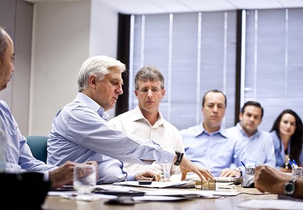 Antonio Maciel Neto, presidente da Suzano, em reunião da empresa (Foto: Editora Globo)