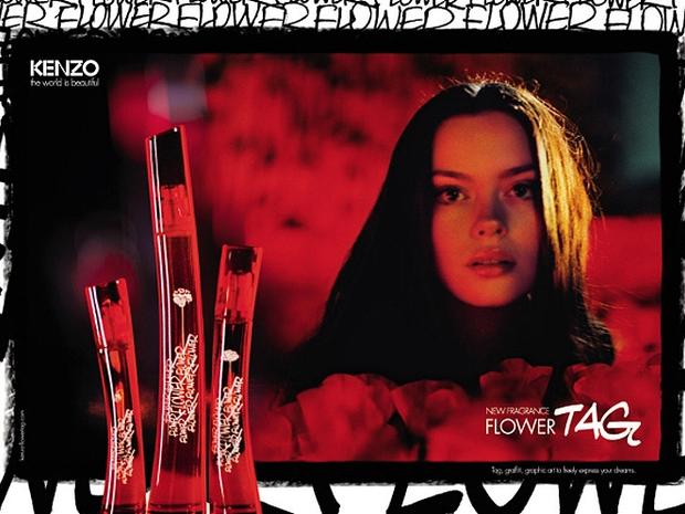 Anúncio do perfume Flower Tag, da Kenzo (Foto: Divulgação)