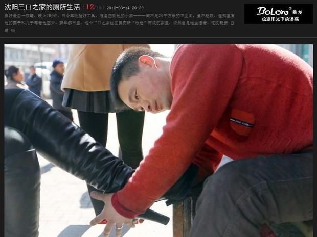 Para sustentar a família e pagar o aluguel, Zeng Lijun trabalha como engraxate (Foto: Reprodução/News163)