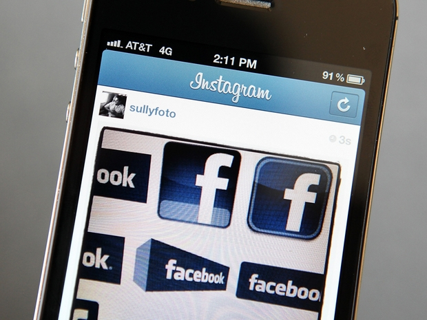Celular exibe logo do Facebook no Instagram (Foto: Getty Images)