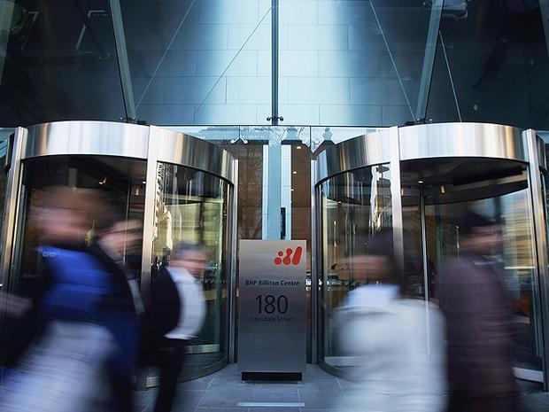 Entrada do edifício sede da mineradora BHP Billiton (Foto: Getty Images)