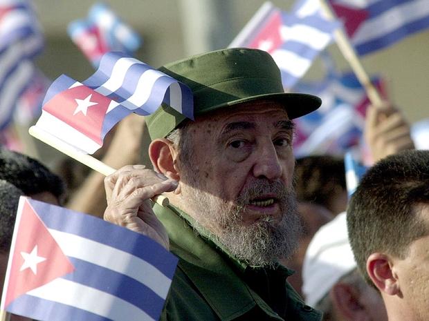 Fidel Castro durante comemoração do aniversário da revolução em 2004 (Foto: Getty Images)