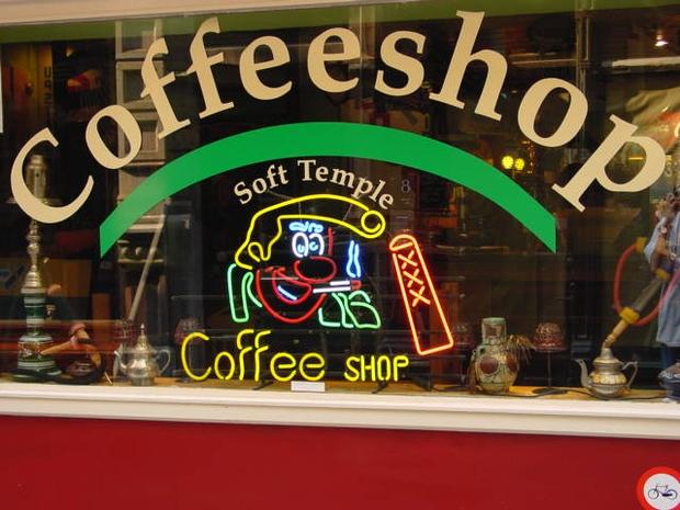 Café que vende cigarros de maconha e produtos a base de cânhamo (hemp) em Amsterdam (Foto: Reprodução Internet)