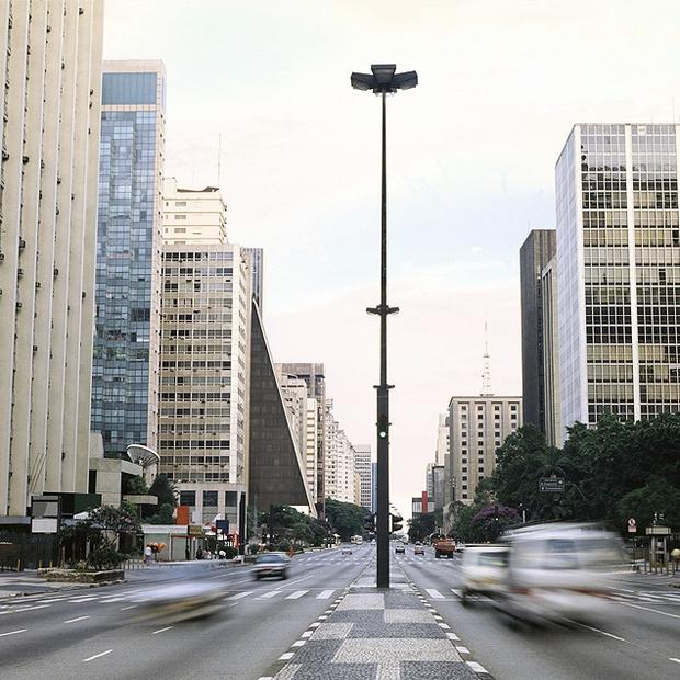 Trânsito de veículos no centro de São Paulo (Foto: Shutterstock)