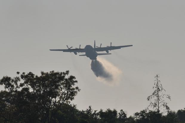 Avião C-130, da FAB, é equipado para lançar 12 mil litros de água por voo (Foto: ABr)