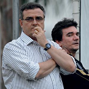 Do detran para o timão Sanchez (à dir.) com o delegado Mário Gobbi, seu candidato à presidência do Corinthians  (Foto: Mauro Horita/Agif/Folhapress)