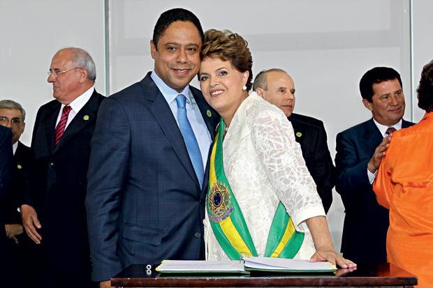 COMUNISTAS LÁ O ministro Orlando Silva na cerimônia de posse da presidente Dilma Rousseff, em janeiro. O PCdoB também controla a ANP e a Embratur (Foto: Roberto Stuckert/PR)