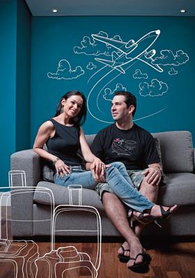 ENRIQUECIDOS Andrea e Leonardo em casa, em São Paulo. Depois de três anos na Guatemala, eles passaram dois na França (Foto: Filipe Redondo/ÉPOCA e llustrações: Samuel Rodrigues)