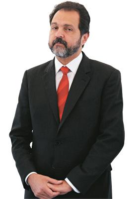 SOB SUSPEITA O governador do Distrito Federal, Agnelo Queiroz. Ele é mais um integrante do time que enriqueceu na política (Foto: Bruno Peres/CB/D.A Press)