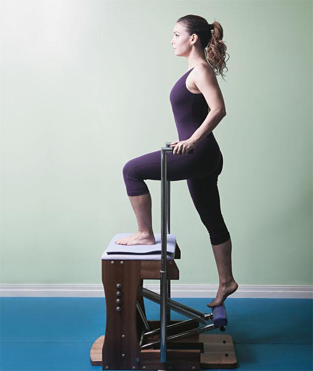 SAÚDE A atriz Regiane Alves num estúdio de pilates, no Rio. Ela diz que seu corpo ficou mais definido e que a prática melhorou sua postura  (Foto: Daryan Dornelles/ÉPOCA)