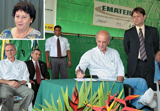 AÇÃO ENTRE COMPADRES O ministro Gilberto Carvalho (no alto, sentado, de terno) compareceu à posse de Joe Valle (de pé, de terno) em cargo do governo José Roberto Arruda (no centro, de caneta na mão). A ONG de Irma Passoni (acima) recebeu recursos  (Foto: F. Gualberto/Agência Brasília e Marcia Yamamoto)