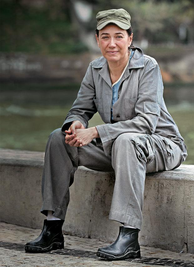 PREÇO A COMBINAR Lília Cabral no papel da faz-tudo Pereirão.  A novela estimulou os serviços personalizados  (Foto: Alex Carvalho/CGCOM)