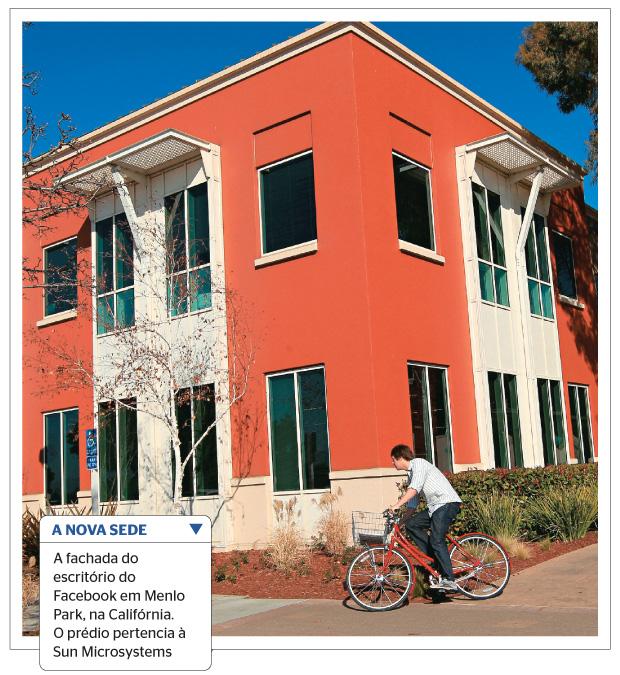 A NOVA SEDE A fachada do escritório do Facebook em Menlo Park, na Califórnia. O prédio pertencia à Sun Microsystems (Foto: Robert Galbraith/Reuters)