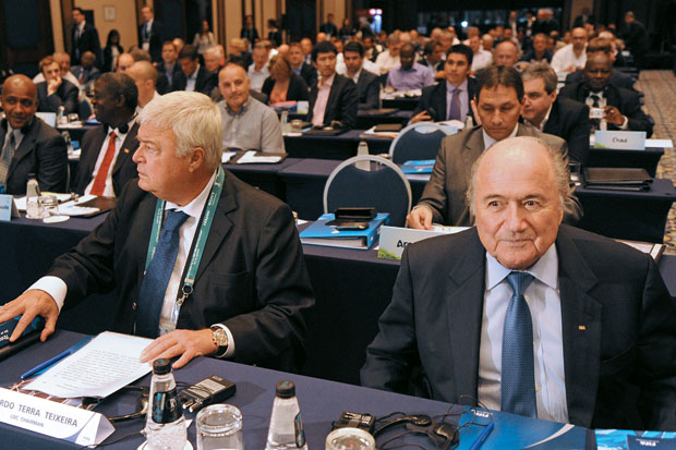 EX-AMIGOS Teixeira com Joseph Blatter, presidente  da Fifa. Os dois se distanciaram depois que o brasileiro apoiou um adversário do suíço  (Foto: Image Forum)