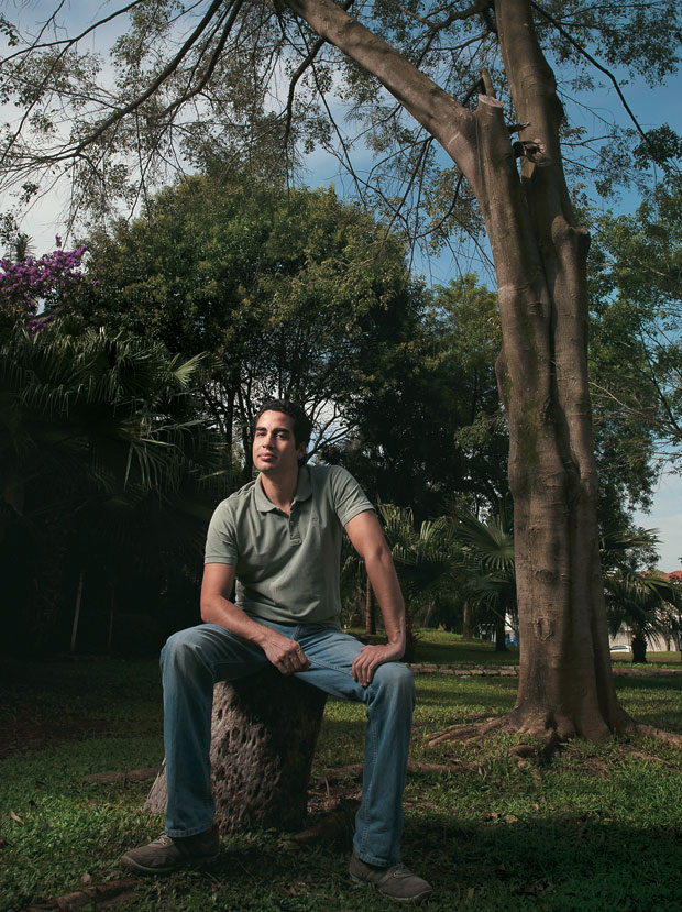 O GUARDIÃO O botânico Ricardo Cardim, em São Paulo. Seu blog tenta resgatar o verde paulistano (Foto: Filipe Redondo/ÉPOCA)