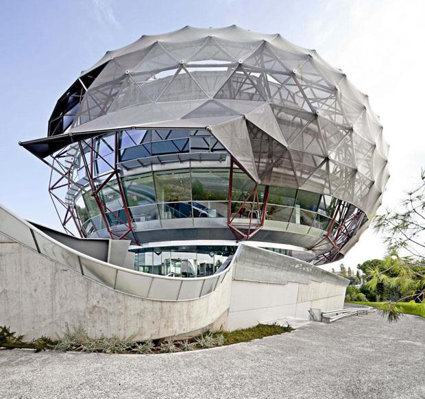 Prédio 'sci-fi' muda paisagem de cidade - Casa Vogue  Arquitetura