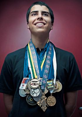 GUSTAVO HADDAD BRAGA Estudante, 17 anos. Mora em São José dos Campos, em São Paulo. Já ganhou mais de 50 medalhas em olimpíadas estudantis. Foi aprovado na Universidade de São Paulo, no Instituto Tecnológico de Aeronáutica, no Instituto Militar de Engenha (Foto: Filipe Redondo/ÉPOCA)