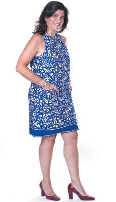 NURIA CASADEVALL, 48 anos I Artista plástica Resistiu às pressões da sociedade que sugeriam que ela tinha de casar e ter filhos. Solteira, é feliz ao aproveitar a vida sem limites  (Foto: Camila Fontana/ÉPOCA)