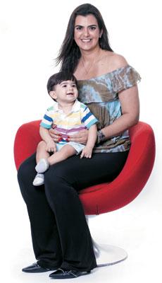 PATRÍCIA DOTTO, 40 anos I Dentista Ela aceitou abrir mão da profissão para se sentir uma mãe completa para  o filho Khess, de 11 meses. Descobriu-se em seu melhor papel  (Foto: Camila Fontana/ÉPOCA)