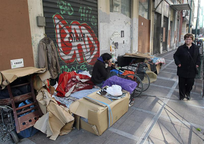 Mendigo Crise Grécia  (Foto: Orestis Panagiotou/EFE)