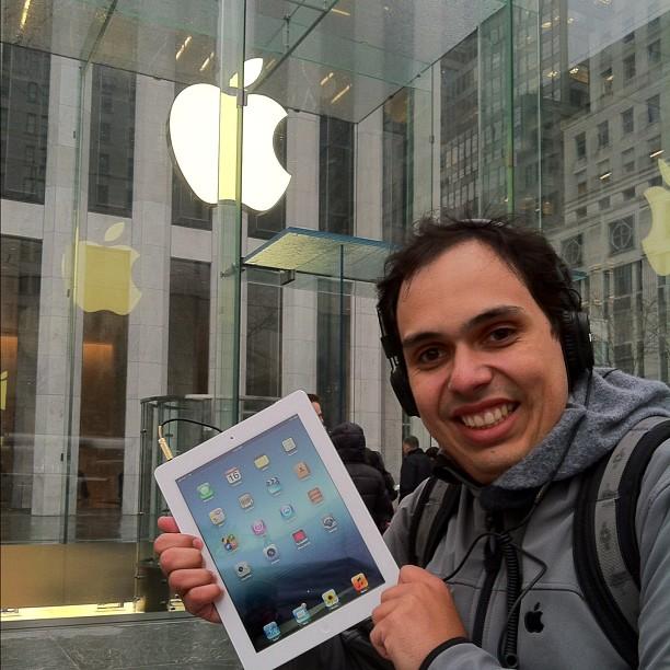 Breno Masi já com seu Novo iPad em mãos (Foto: Breno Masi/Instagram)