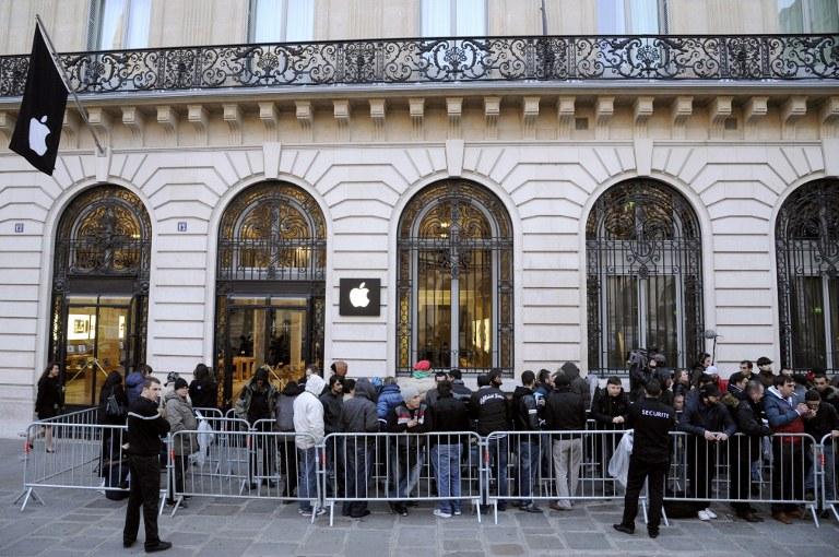 iPad fila Europa (Foto: Internet / Reprodução)