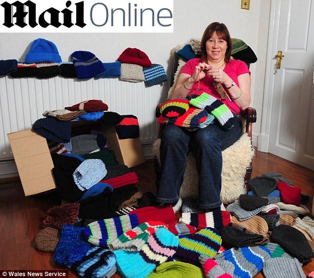 Mulher tricotando (Foto: Internet / Reprodução)