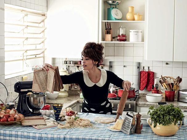 juliana cozinha (Foto: Bob Wolfenson)