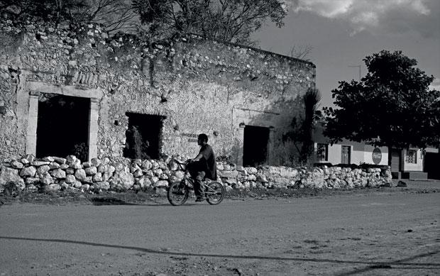 Xul mistura construções de pedra dos tempos dos maias com casinhas típicas de qualquer vilarejo do interior do México (Foto: Adriana Zehbrauskas )