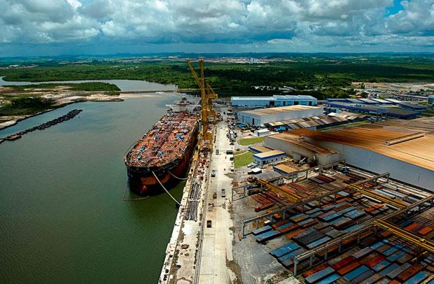 Estaleiro Atlântico Sul: navios e sondas em atraso e Samsung fora da sociedade (Foto: Folhapress)