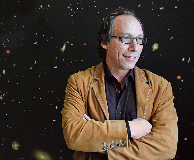 "ALÉM DO BIG BANG O físico Lawrence Krauss, em fevereiro deste ano. Ele  afirma que nosso Universo surgiu do nada. ""Os milagres se tornaram obsoletos"" (Foto: Joshua Lott/The New York Times)"