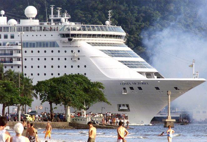 Navio de cruzeiro deixa o Porto de Santos (Foto: Divulgação)
