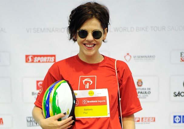 A atriz recentemente em evento automobilístico: curto bagunçadinho (Foto: TV Globo/Divulgação)